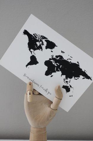 "Vykort världskarta ""Home is wherever..."""